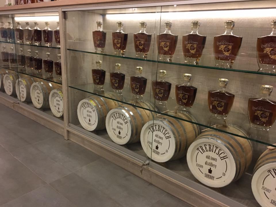 Pravá česká whisky zraje v dubových sudech